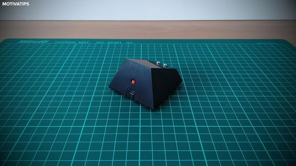 Charging station for wireless computer mouse