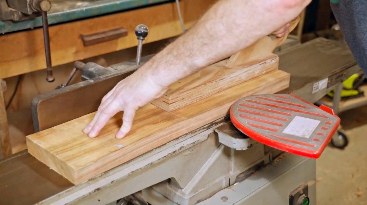 Do-it-yourself cutting board, features of working with circular accessories for the router
