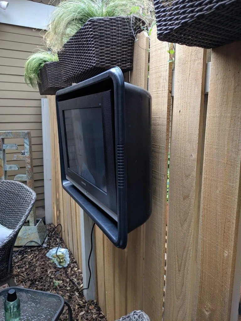 How to install a TV on the street