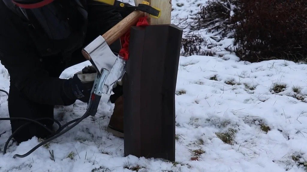 We poke a rail with an ax or how to make a suspension for a house sign