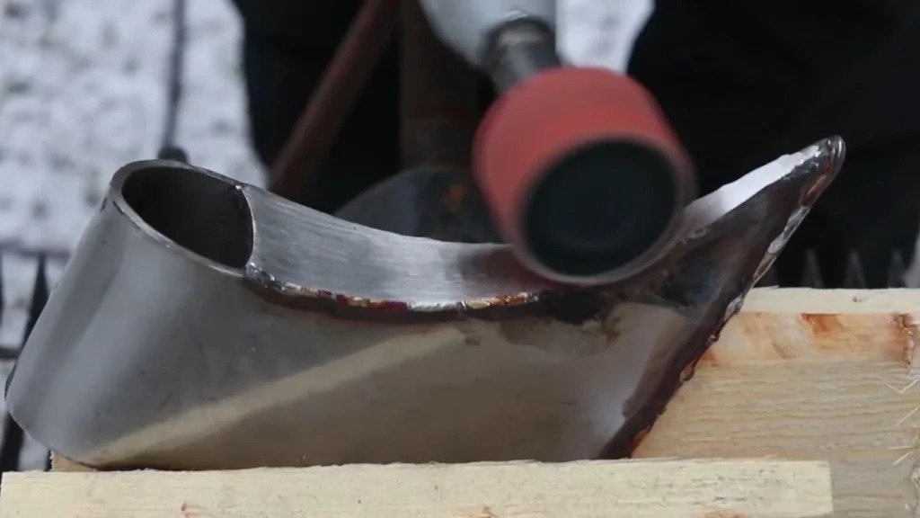 Stab a rail with an ax or how to make a suspension for a house sign