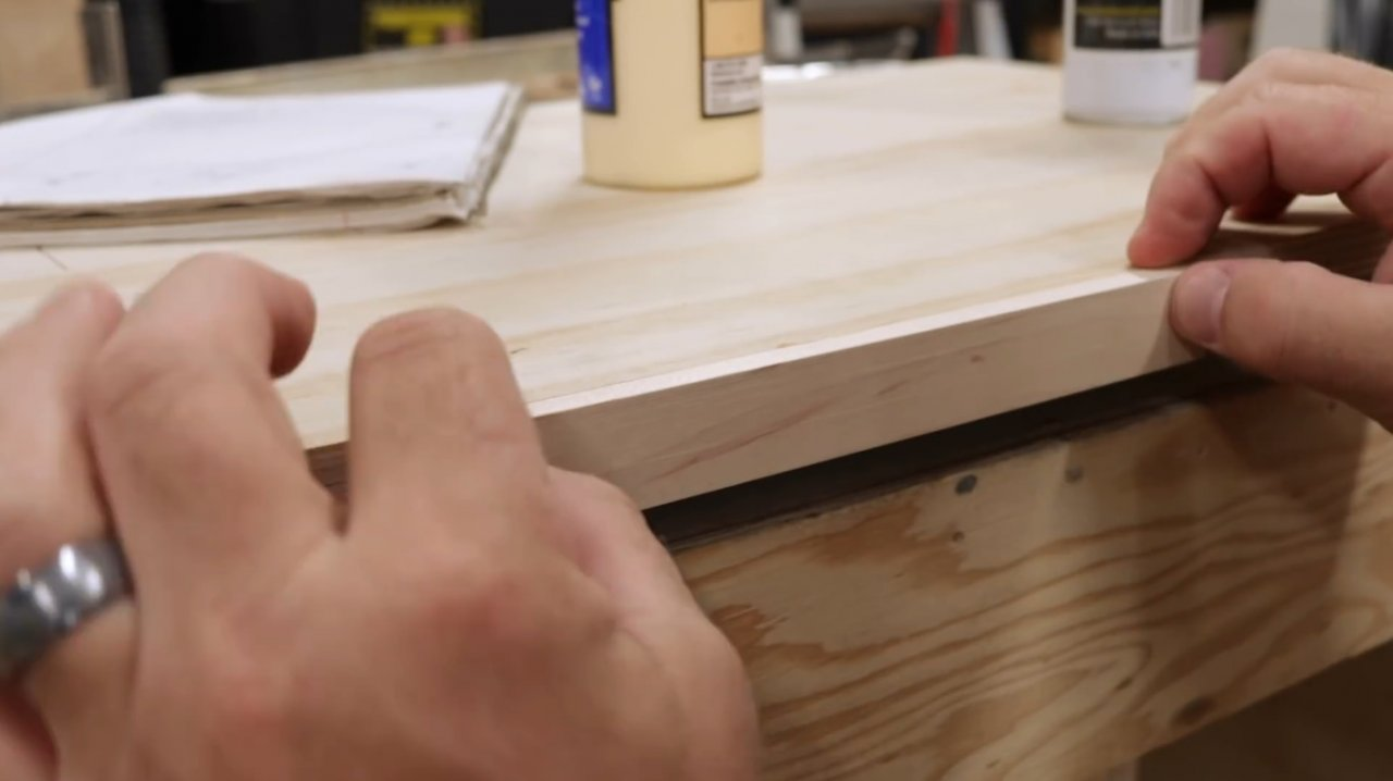 How to make a carriage for cutting circles on a band saw without a hole in the center