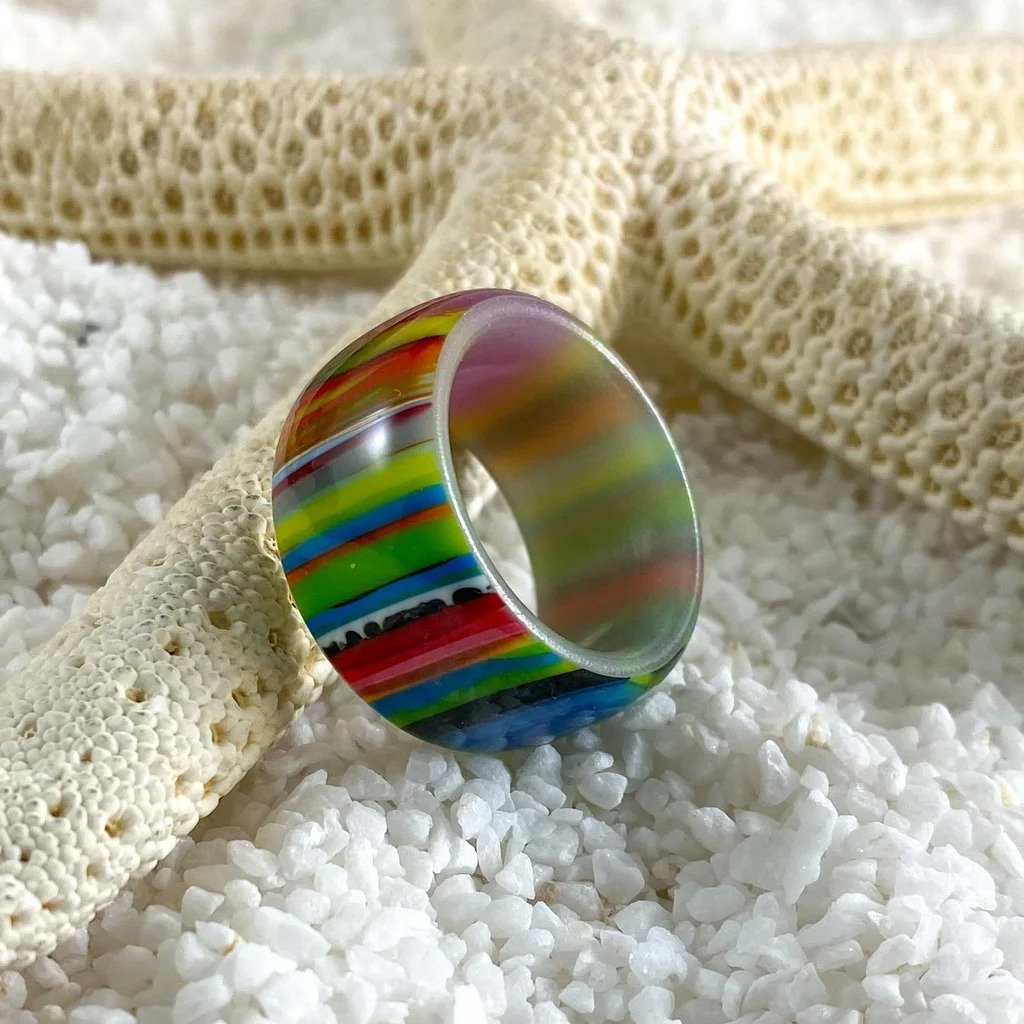 Polyester resin ring with glow effect