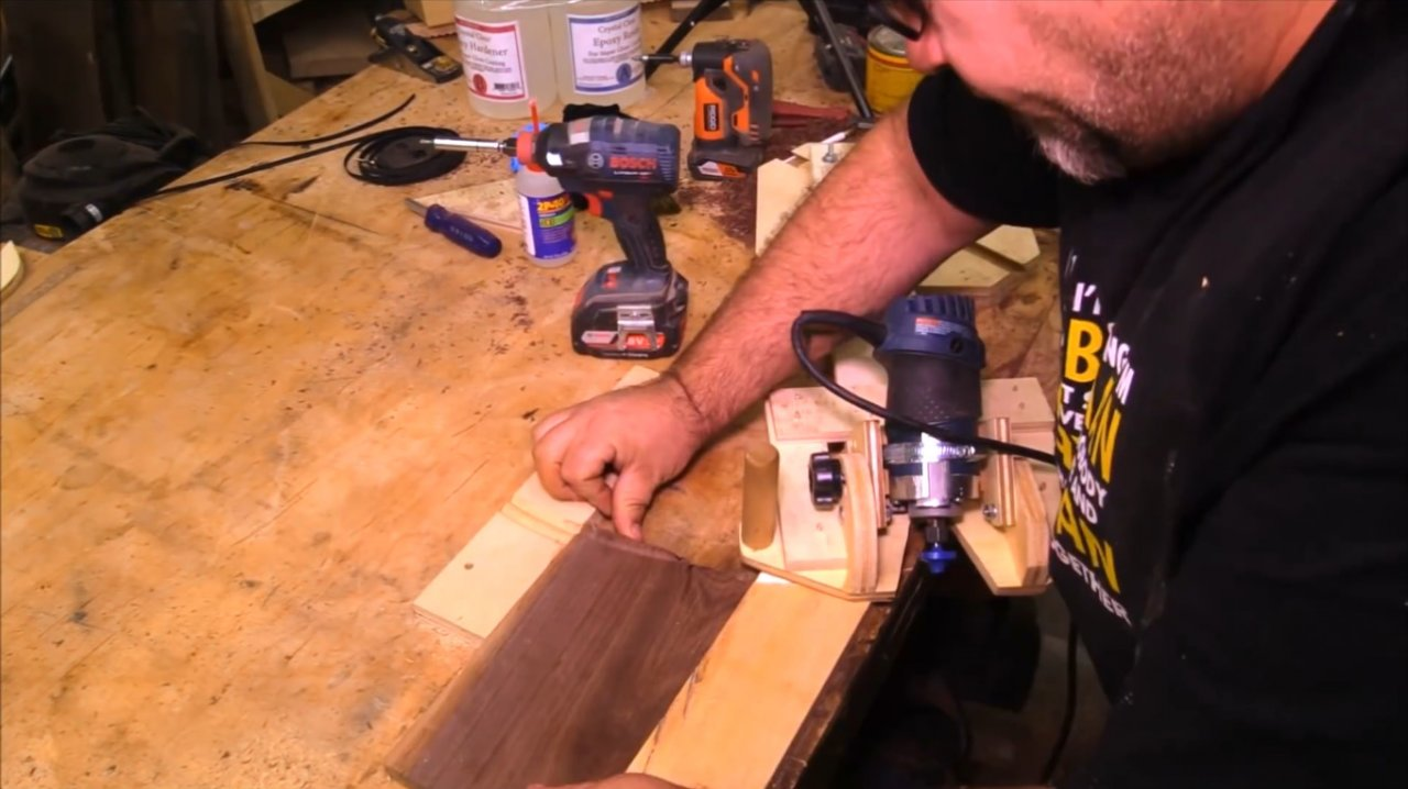 How to make a base for a router with tilt adjustment