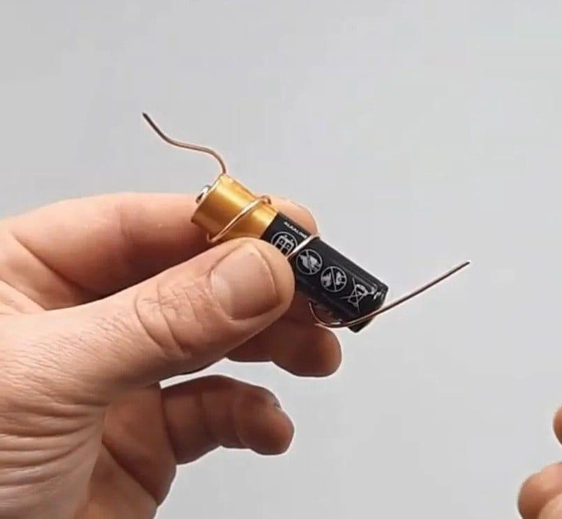 A simple unipolar motor as a teaching tool