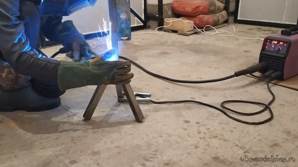 Light stand for a real garage