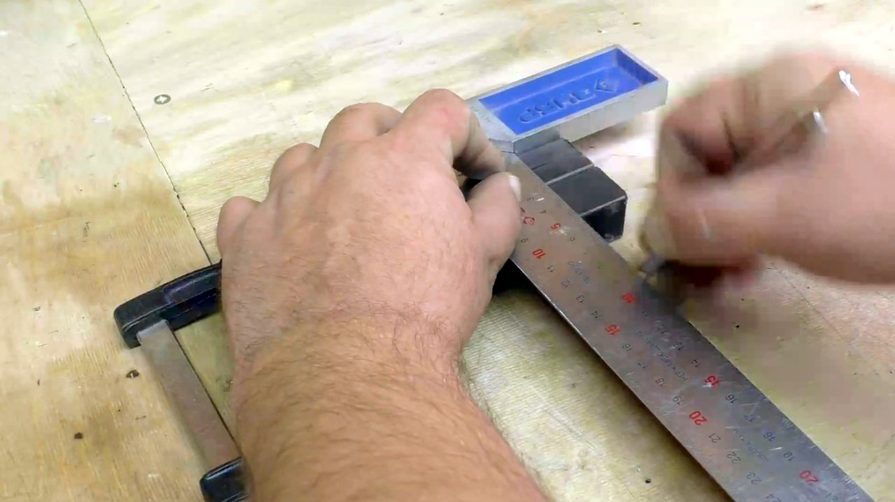 How to make a device for splitting bricks