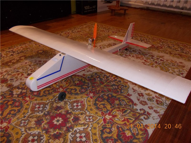About model aircraft - trainer with a pushing propeller, put in the word