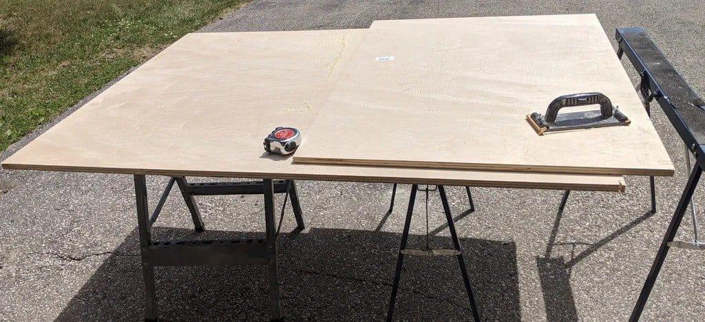 Поворотно-раскладной стол для настольных игр