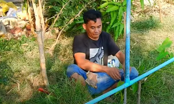 Water pumping system without electricity and fuel