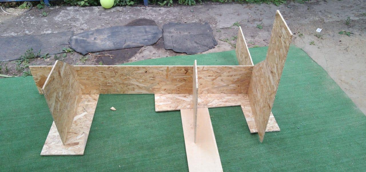 Угловая стенка для игрушек в детскую комнату