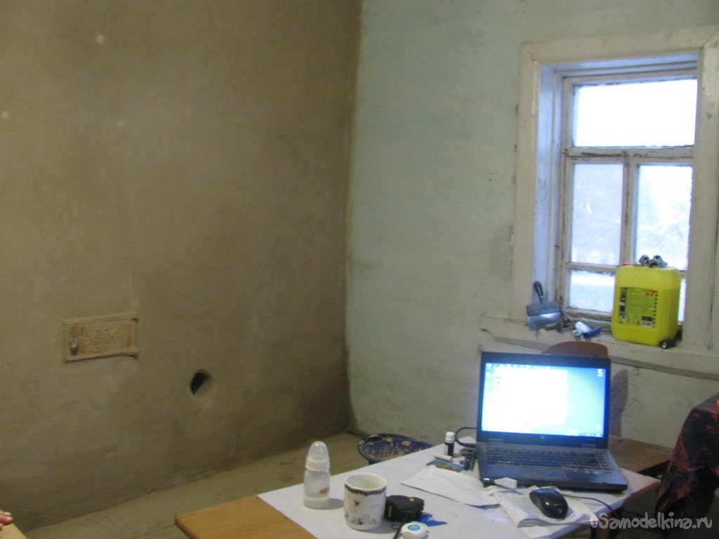 Rustic renovation (screed, wall cladding, linoleum on a crooked floor)