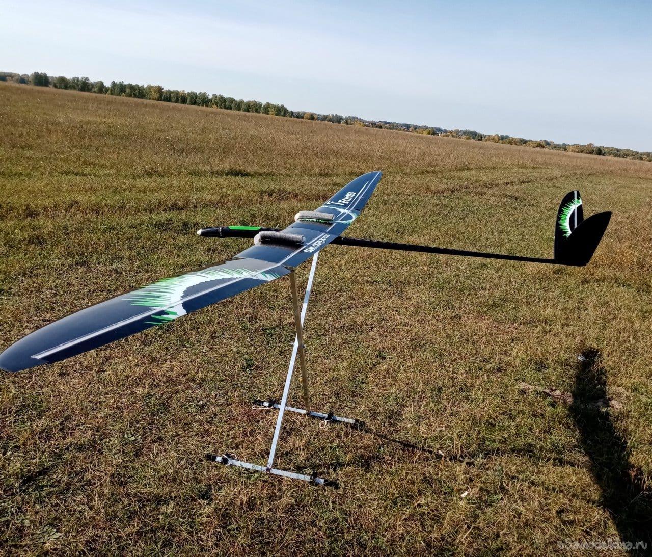 F5J class glider carbon fuselage tab