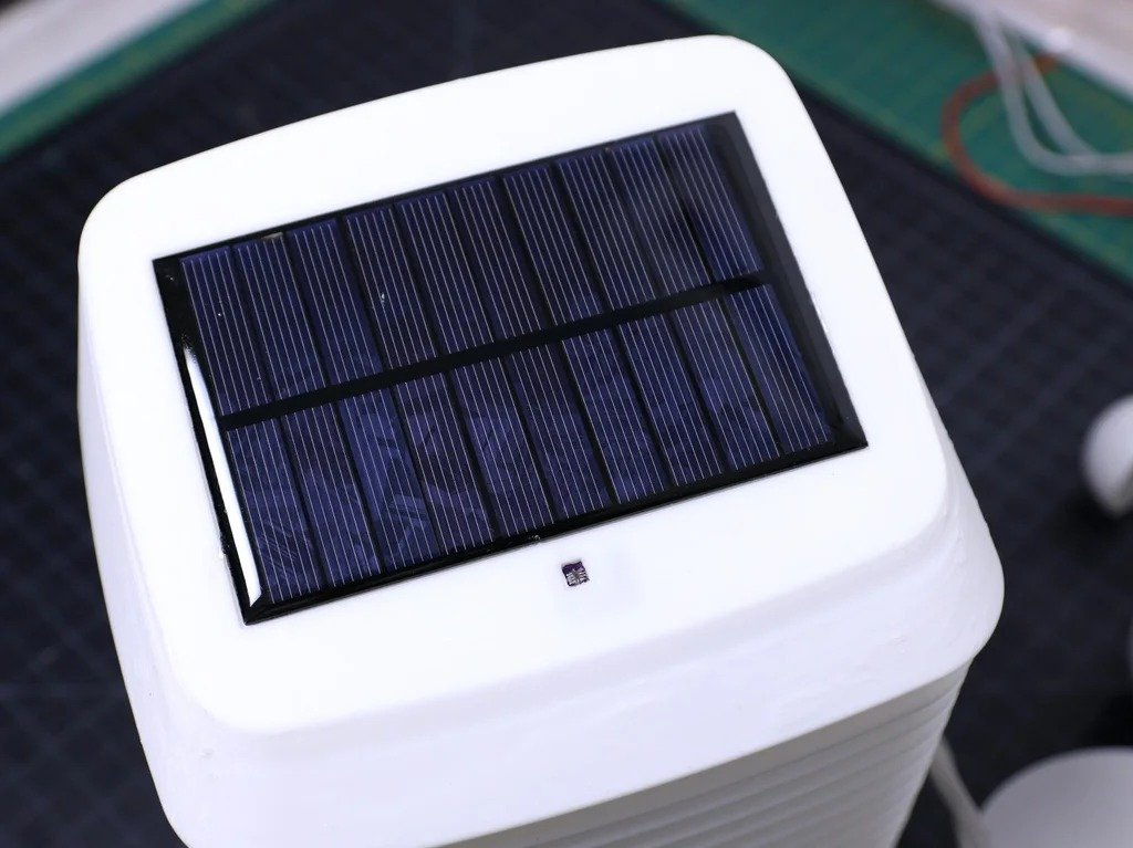WiFi solar-powered weather station