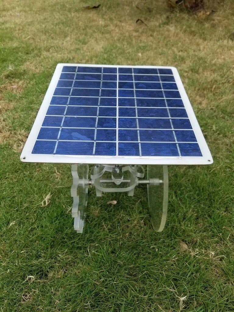 Самоходная тележка с питанием от солнечной панели