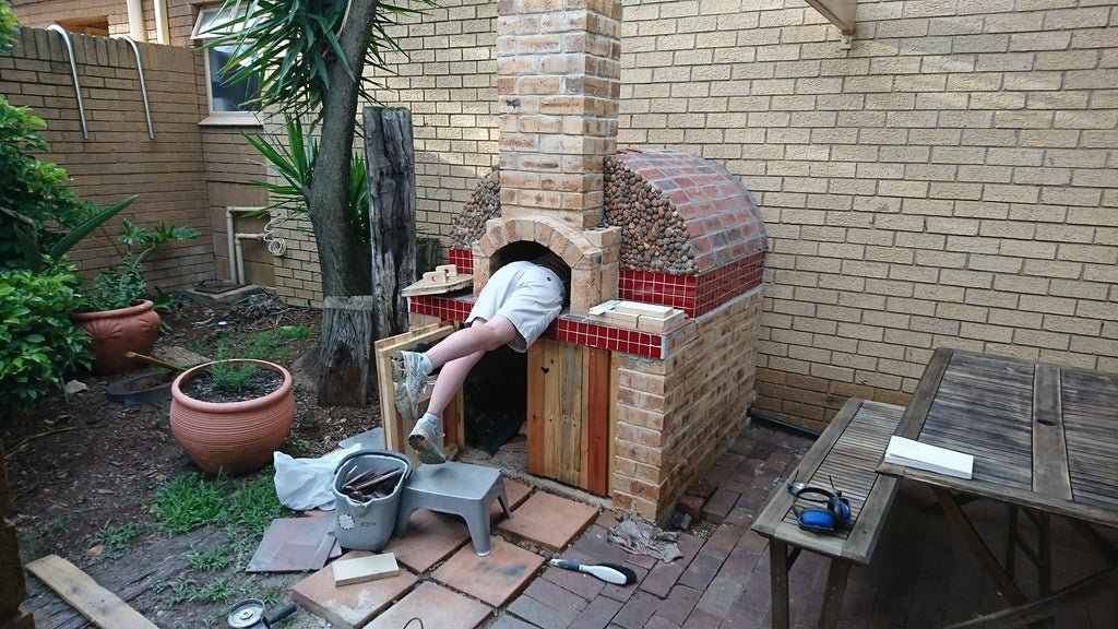Outdoor brick oven for making pizza and more