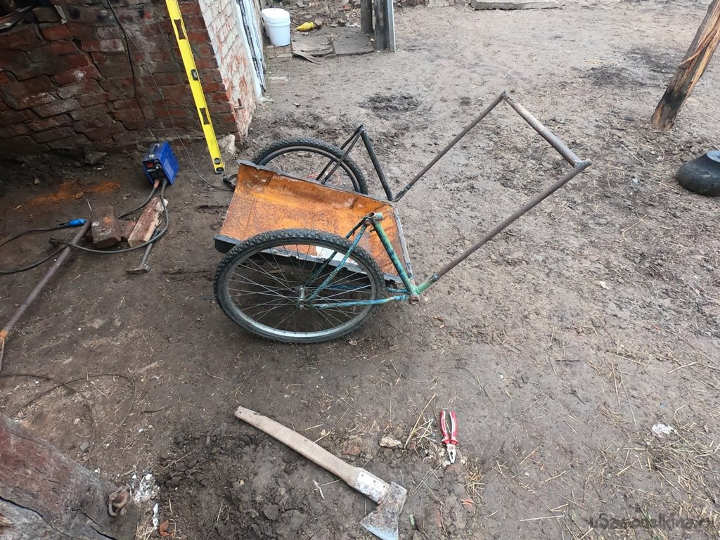 Agricultural cart made of bicycle parts and a gas tank