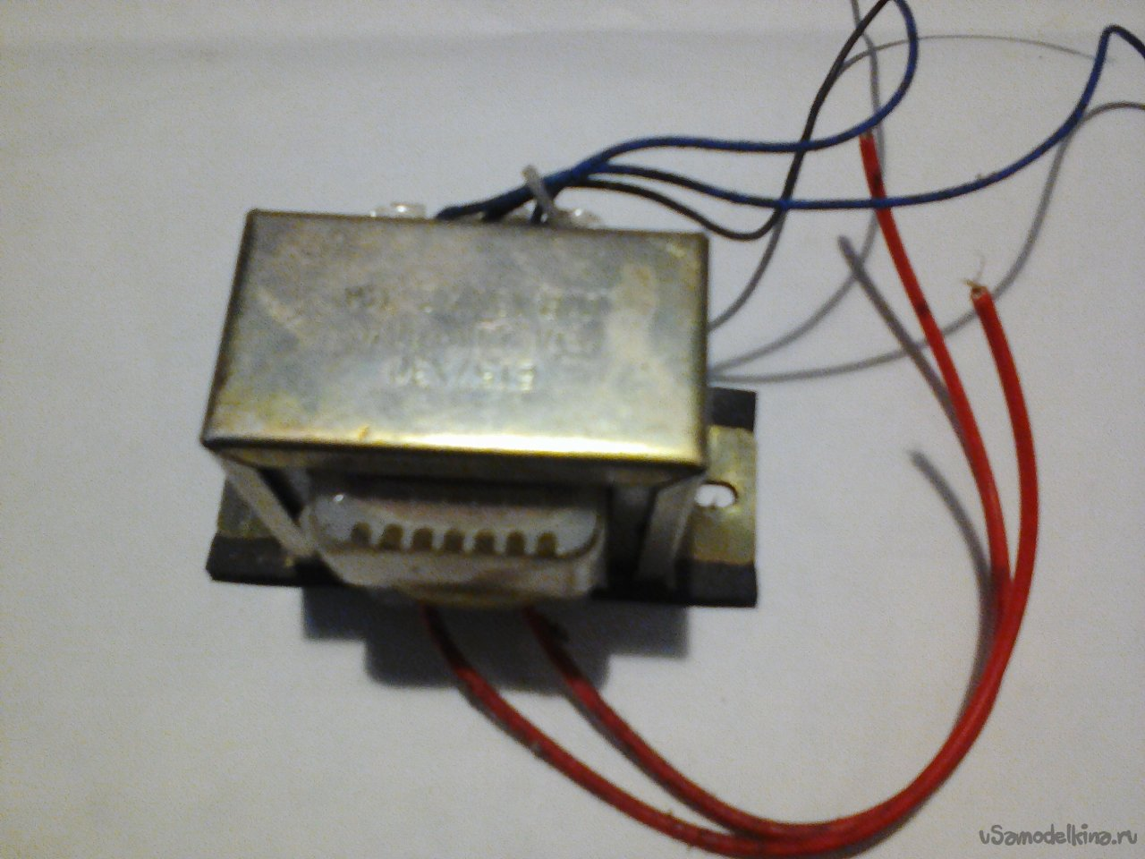Converter with 12 to 220V, 50 Hz, 75 W. On field-effect transistors