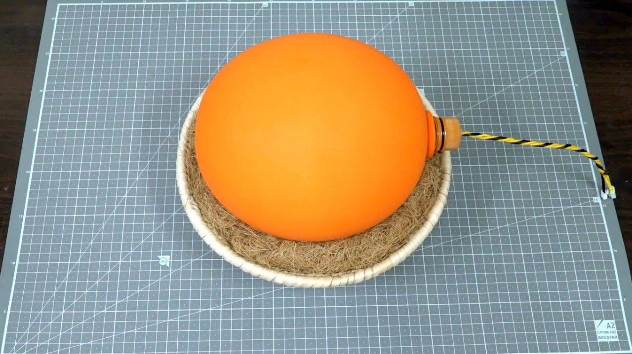 How to make a simple incubator out of a balloon