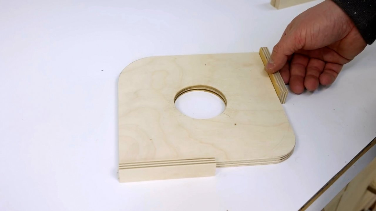 A simple template for milling corners with your own hands