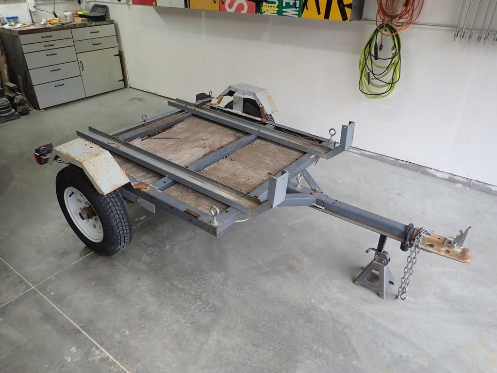 Автомобильный прицеп для кемпинга