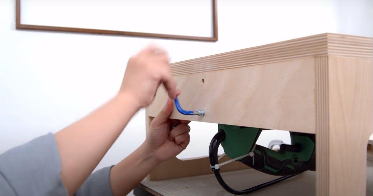 Mini jigsaw machine