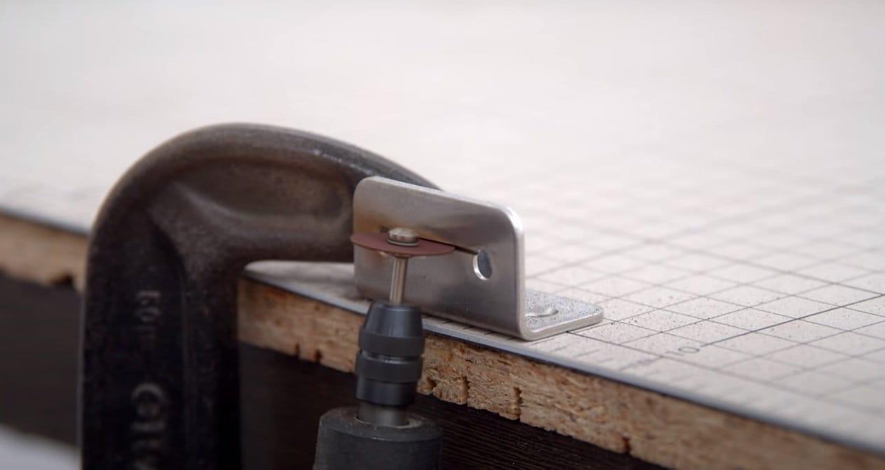 Mini-jigsaw machine