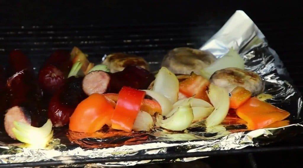 «Печь»  для разжигания углей для мангала - небольшое, но очень удобное приспособление
