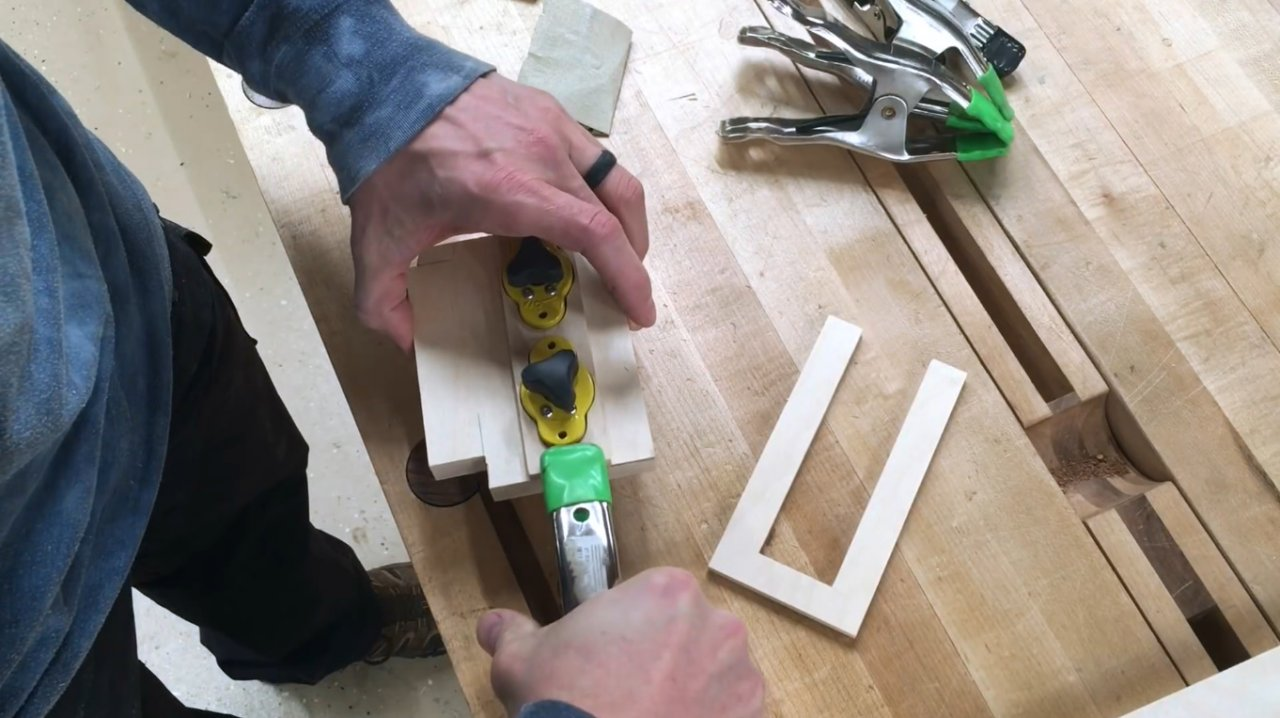 How to make a quick-release stopper (with disconnectable magnets) for cutting grooves with a circular saw