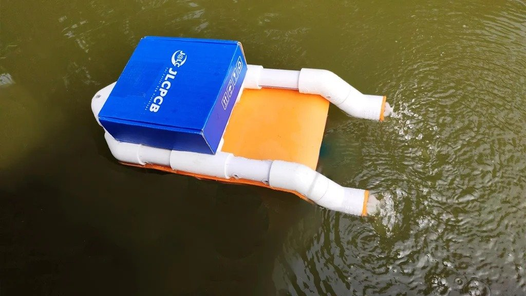 Boat with voice control via smartphone