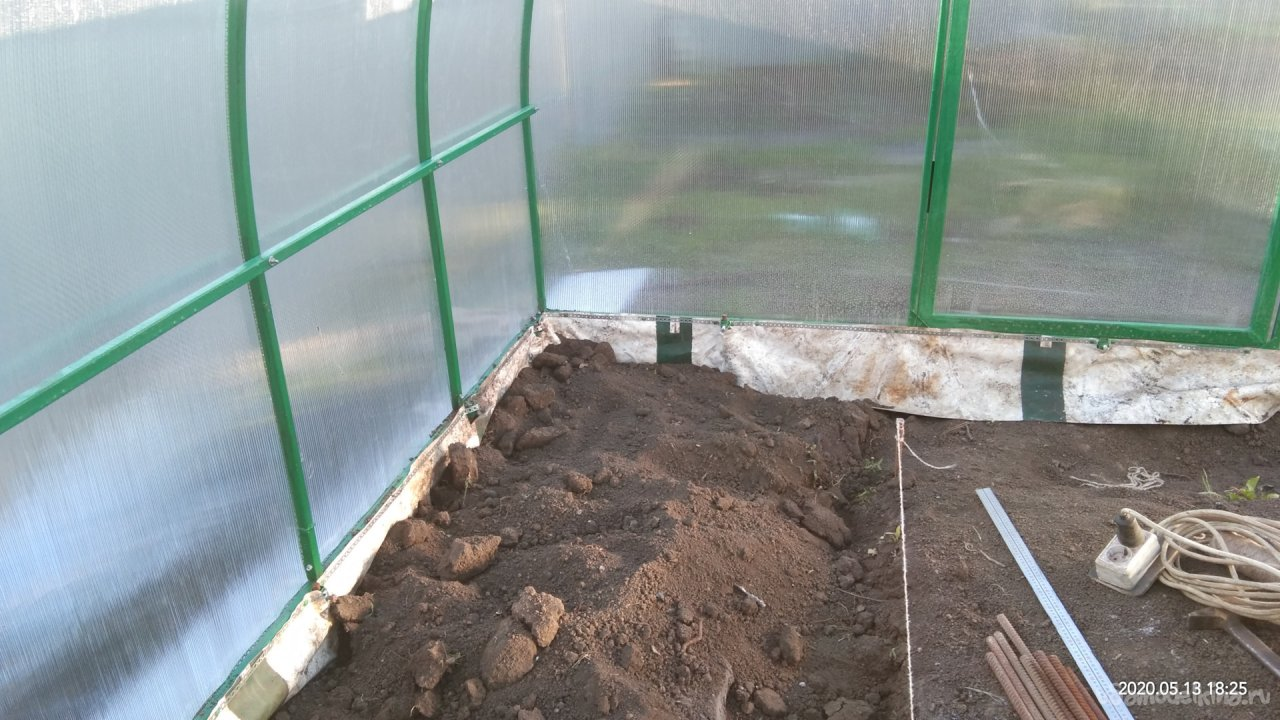 Greenhouse made of polycarbonate measuring 3x6x2,1m