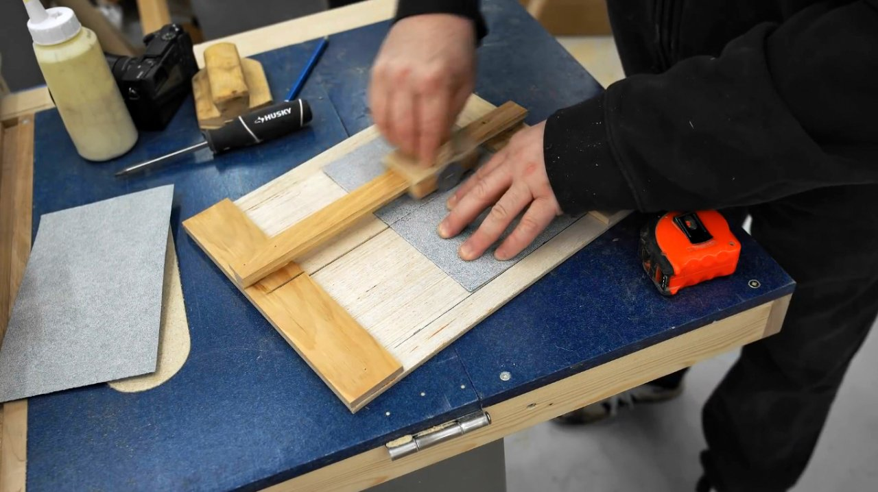 How to make an abrasive paper cutter