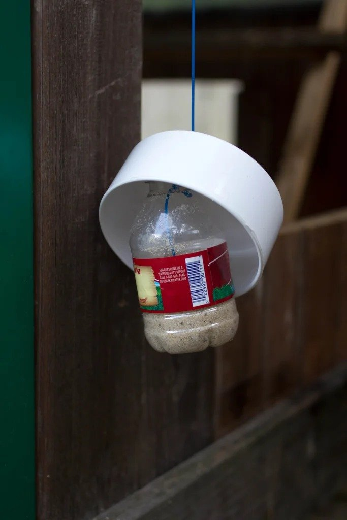 Feeder for chickens with feed level indicator