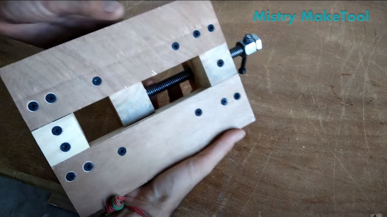 Wooden vise for a drilling machine (stands with a drill)