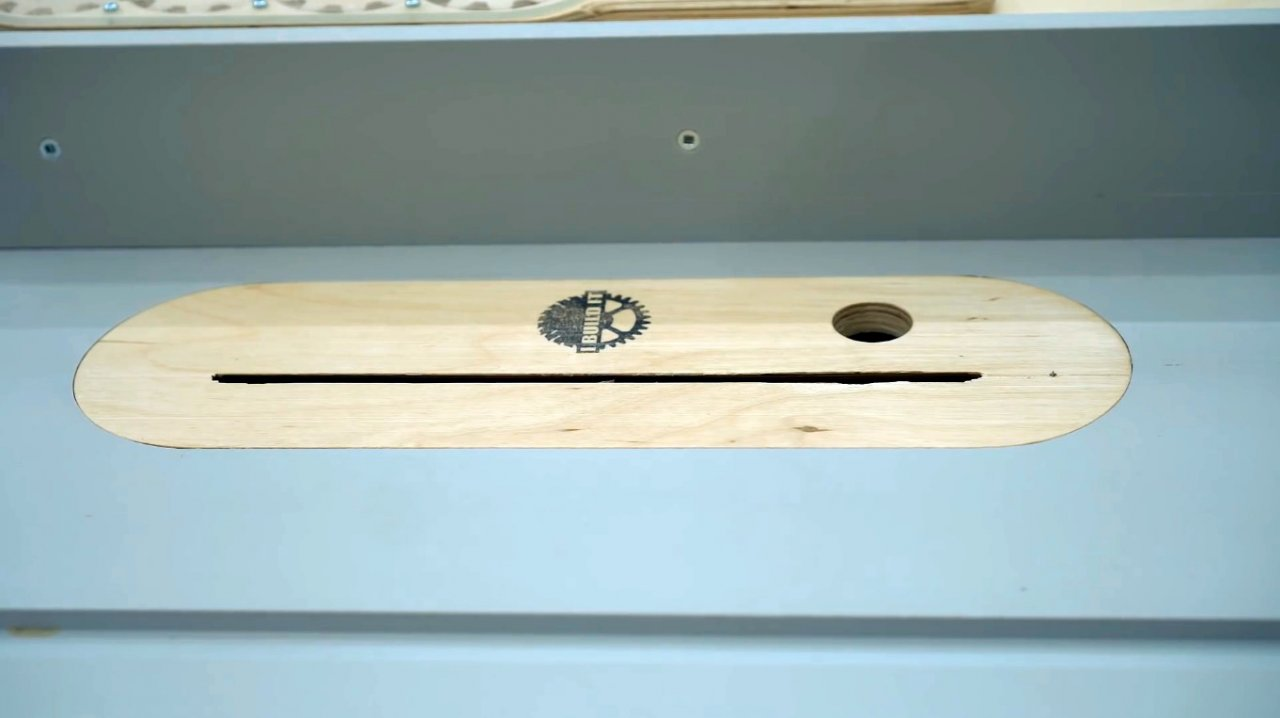 How to embed a marking gauge in a circular saw table