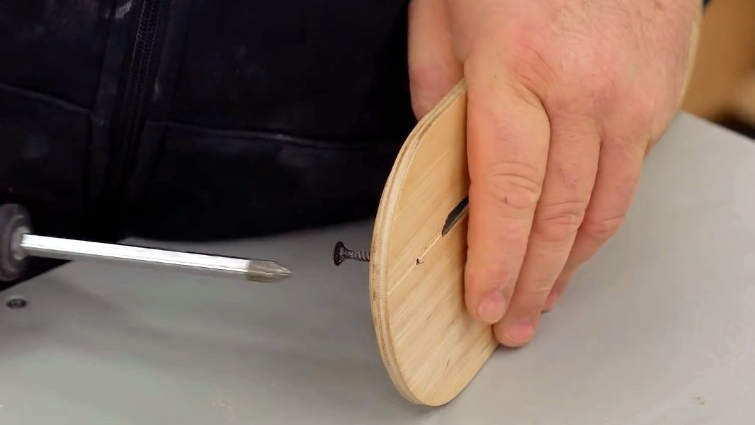How to embed a marking thickness gauge into a circular saw table