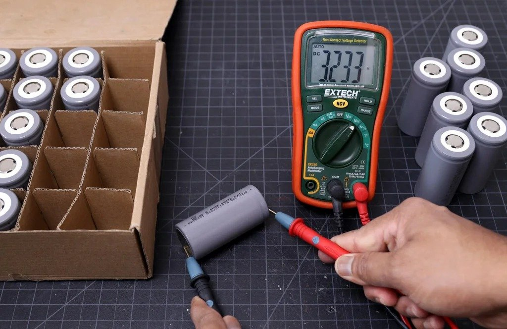 Battery assembly (LiFePO4) for solar panel and not only