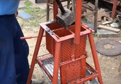 Freebie molding machine, or how to make briquettes