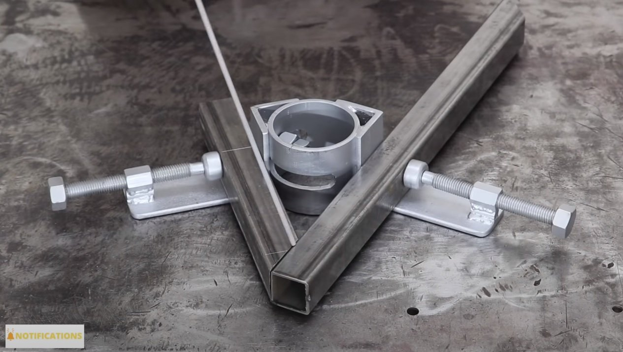 Clamp for welding profile pipes at different angles