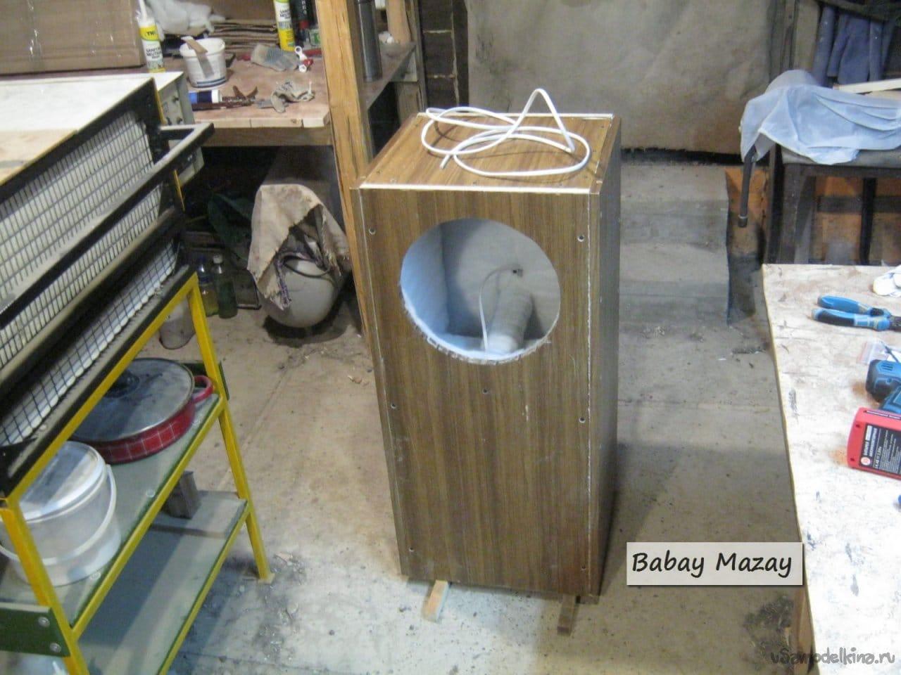 High-quality utilitarian speaker made of trash