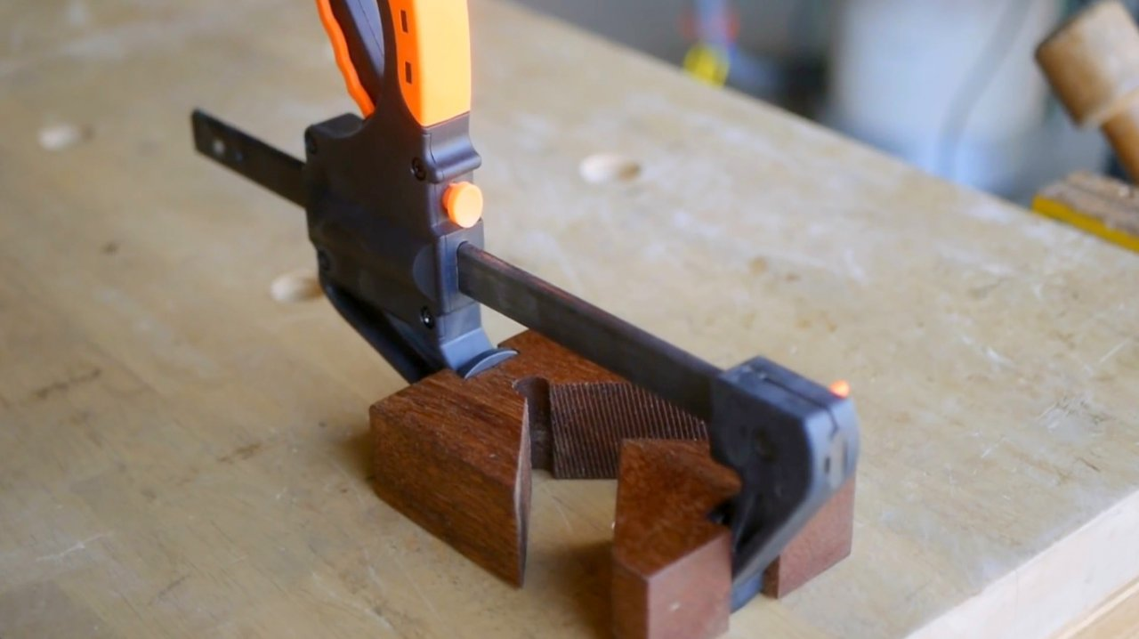 Do-it-yourself replacement corner jaws for F-clamps