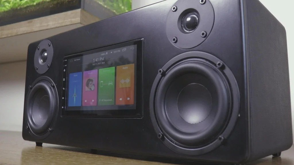 Portable multimedia Bluetooth speaker with 7