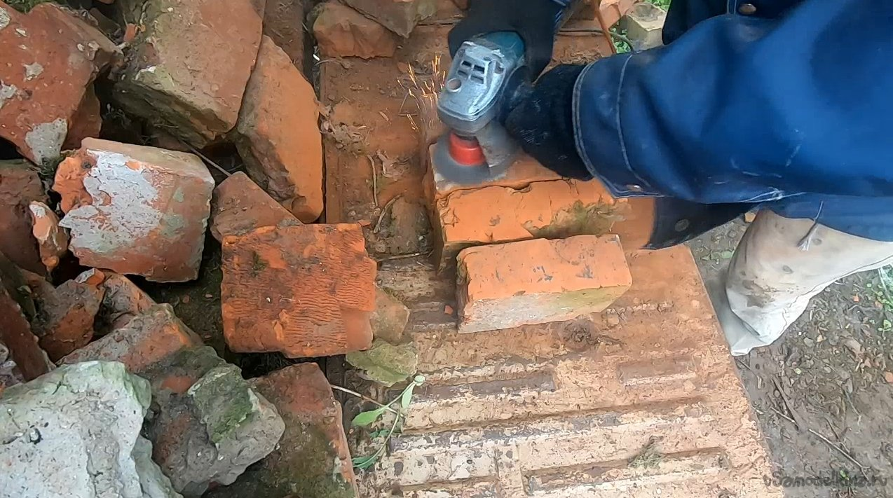 How and what to clean an old brick for later masonry