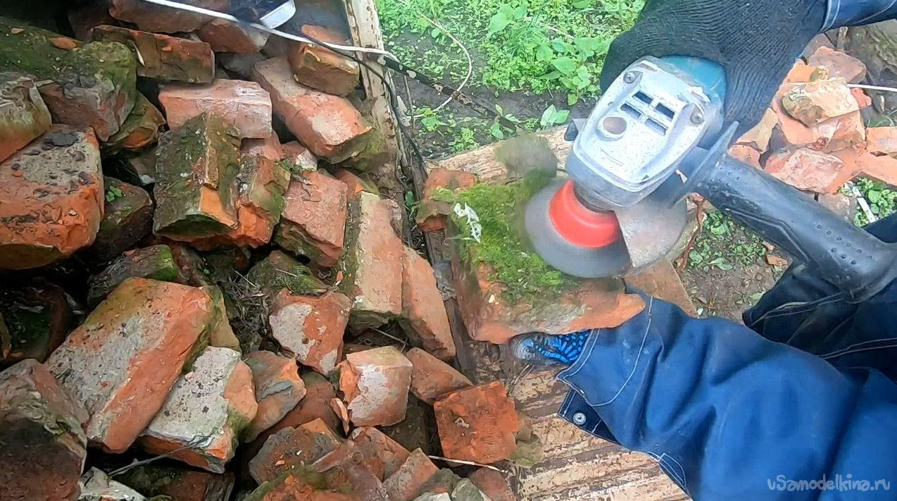How and what to clean old brick for subsequent masonry
