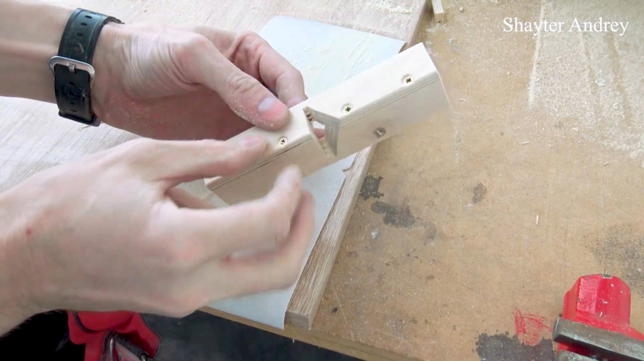 How to make a plane for forming bevels on vinyl tiles