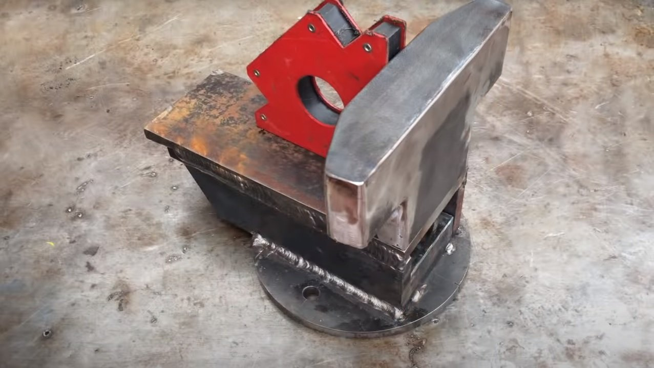 Do-it-yourself powerful metal vise for the workshop