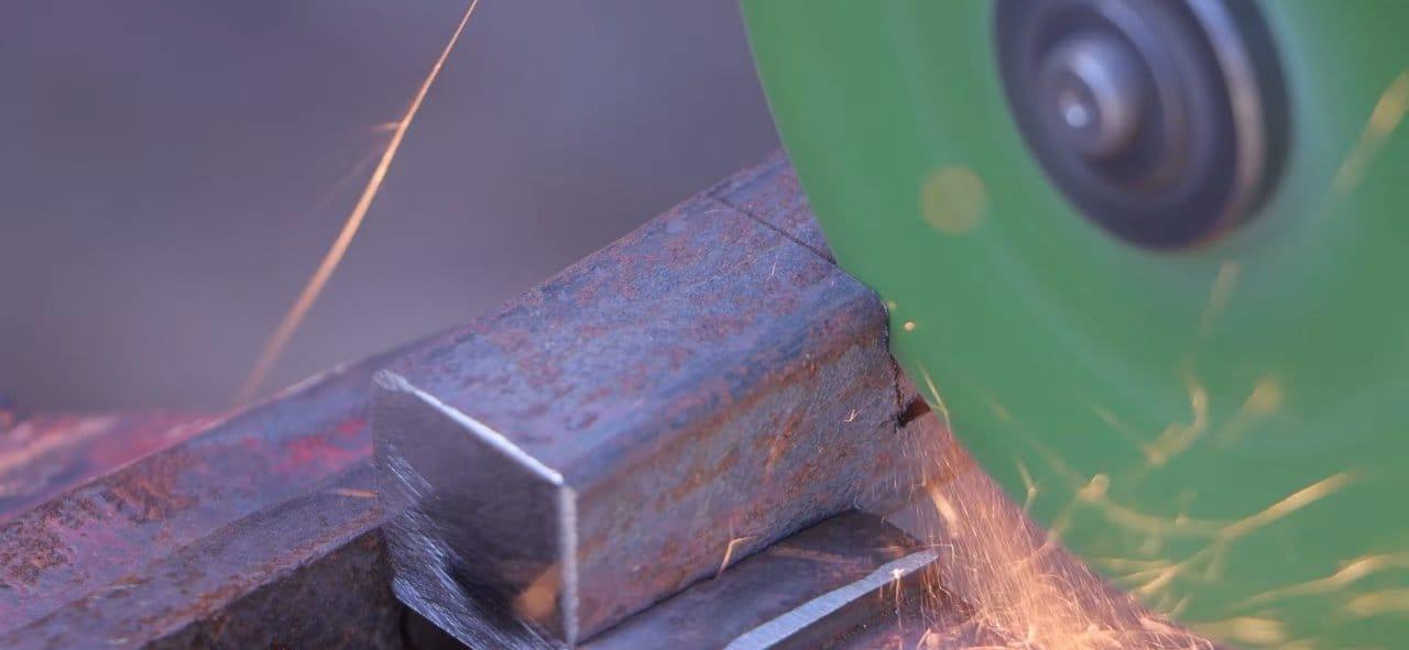 Tool for folding metal strips