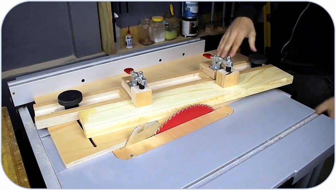 Adjustable angle carriage for circular saw do it yourself
