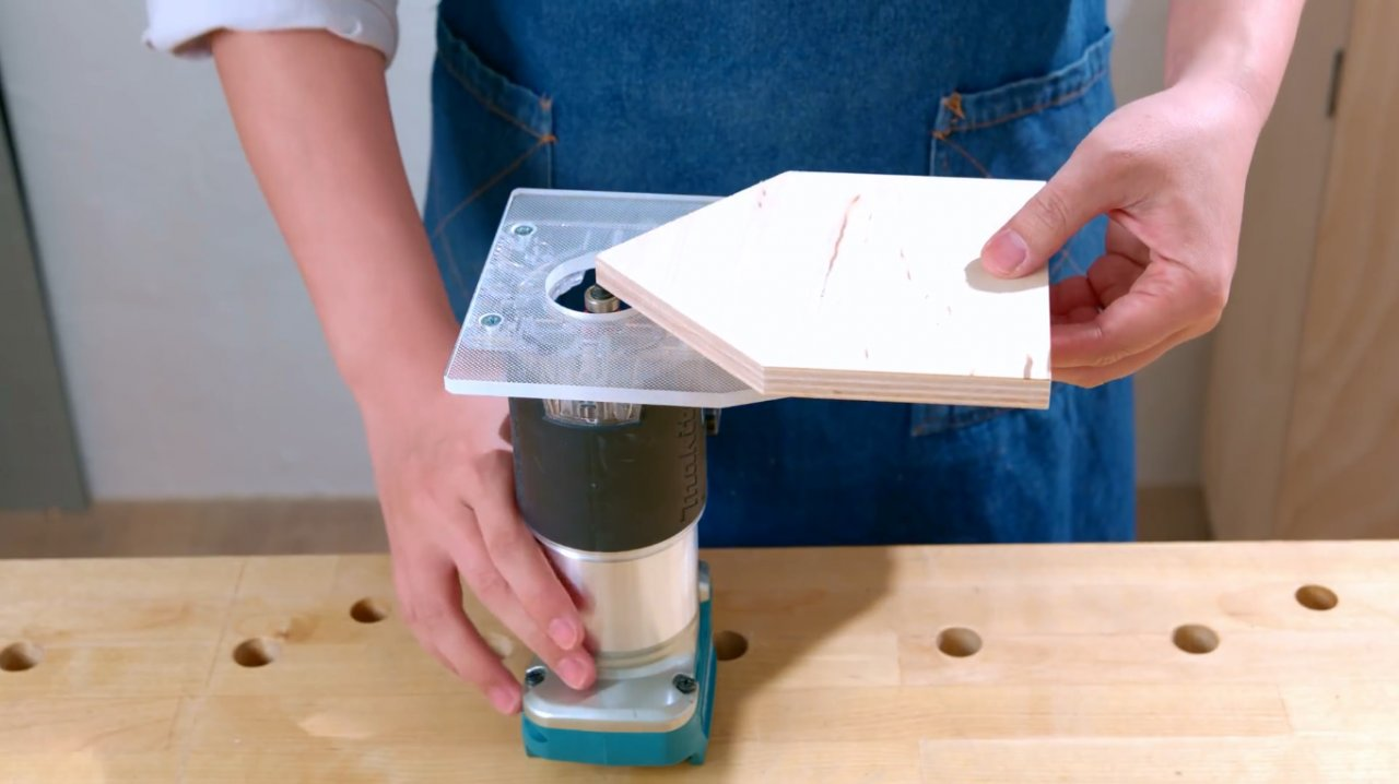 Extended sole for do-it-yourself hand router