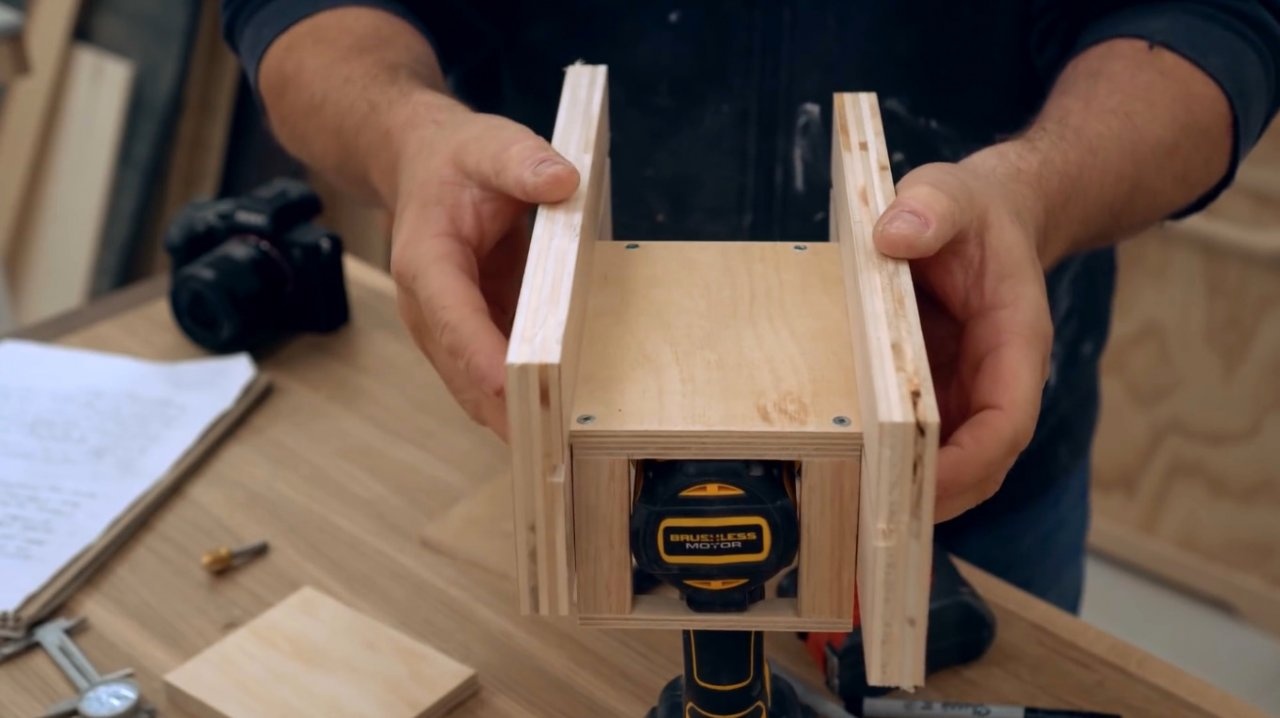 DIY portable drilling machine (guide for a screwdriver)
